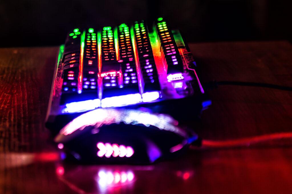 клавиатура и мышь светящиеся