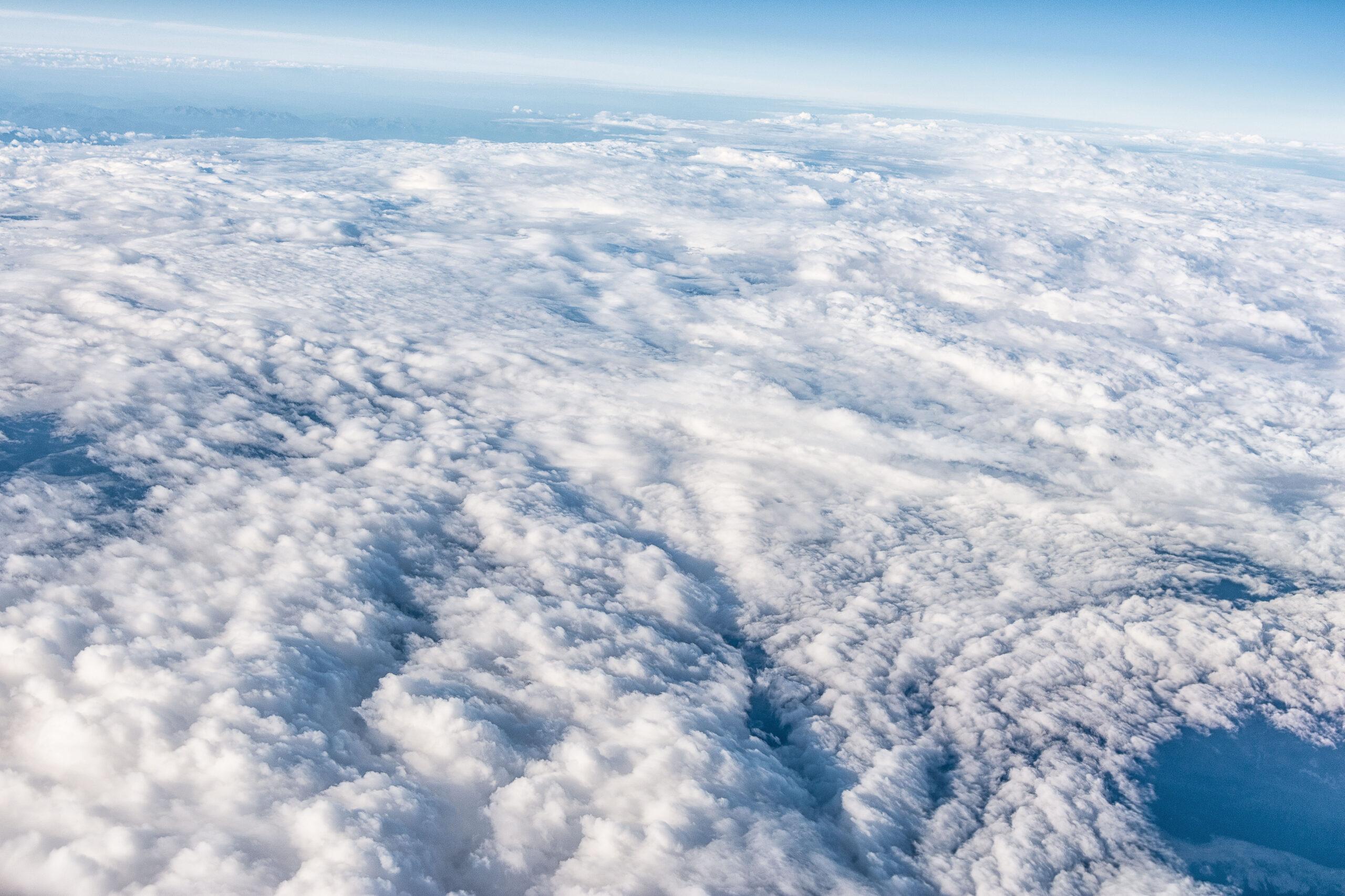 Перистые облака самолет высота бесплатное изображение