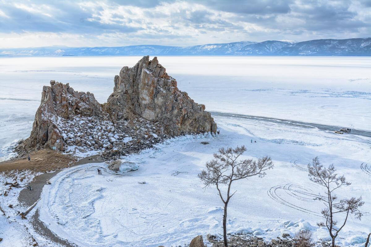 Скала Шаманка на острове Ольхон на Байкале