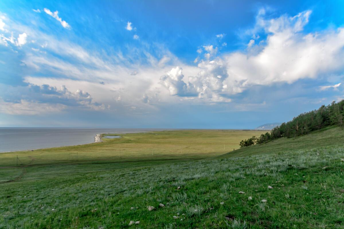 Атмосферный грозовой фронт над Байкалом