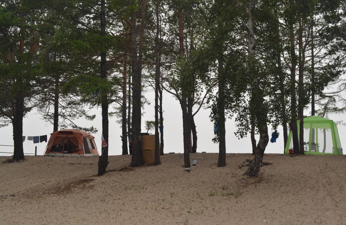Палатки на Байкале (восточное побережье, поселок Энхалук)