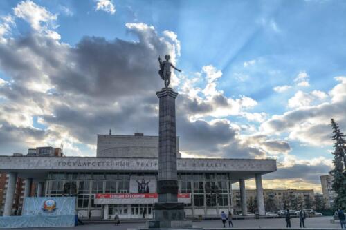 Красноярск статуя Аполлона