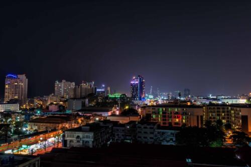 Паттайя ночью вид на центр города