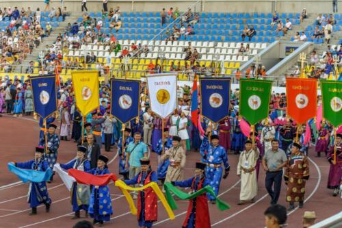 Алтаргана 2016 год в городе Улан-Удэ республика Бурятия. Стяги (бунчуки) районов.