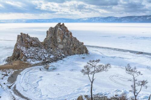 Скала Шаманка на Байкале