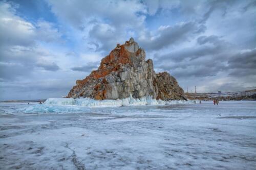 Скала Шаманка. Вид со льда Байкала