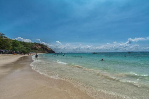 Песчаный пляж с видом на Сиамский залив