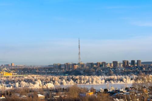 Город Иркутск вид на Ангару, остров Конный и телевизионную башню в ноябре 2019 года