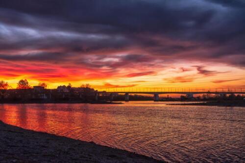 Вид на Академический (новый) мост в городе Иркутске на реке Ангара