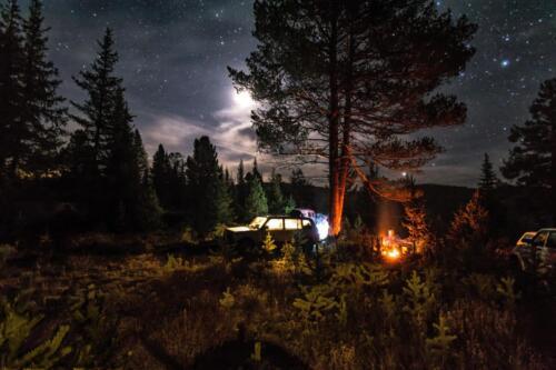 Восход луны в Тайге над стоянкой