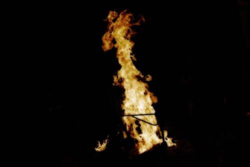 Пламя костра в тайге