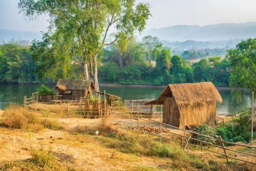 Традиционные дома в Таиланде из соломы и тростника