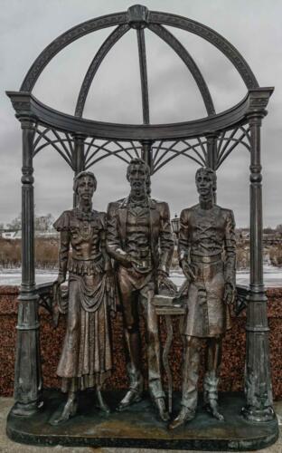 Тюмень памятник основателям города