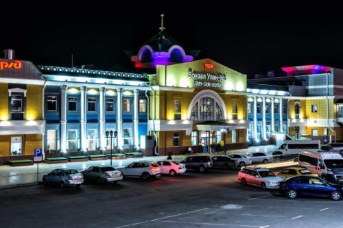 Железнодорожный вокзал города Улан-Удэ в республике Бурятия.