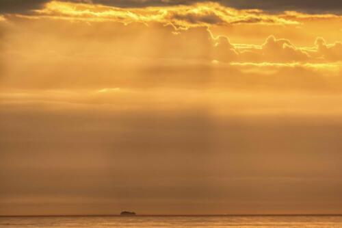 Солнце встает над Ушканьими островами на Байкале 2021 год