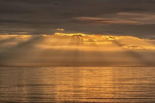 Рассвет на Байкале севернее острова Ольхон