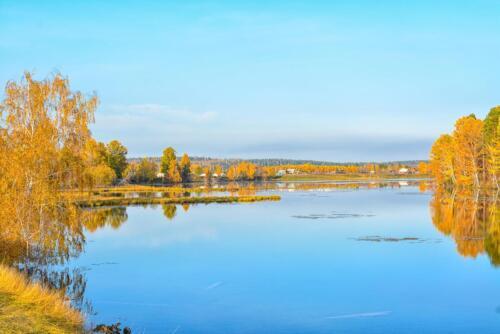 Озеро Баушево возле Иркута осенью