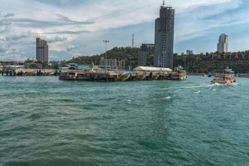 Море (Сиамский залив) возле Паттайи в провинции Чонбури в Таиланде